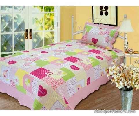 Bol Renkli Çok Çeşitli Yatak Örtüleri
